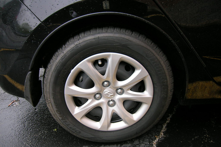 2012 Hyundai Accent, 14-inch wheel