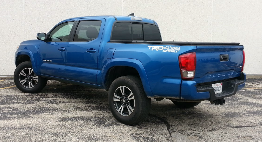 2015 toyota tundra vs 2015 toyota tacoma whats the autos post. Black Bedroom Furniture Sets. Home Design Ideas