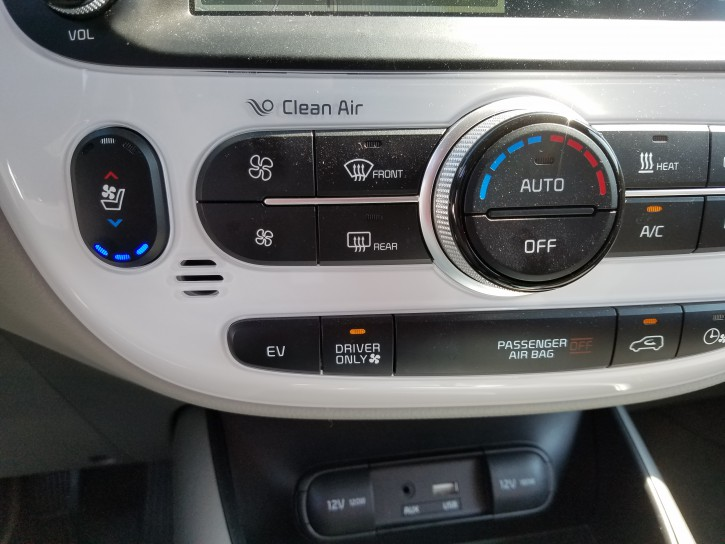 Soul panel, Kia Soul EV in Summer