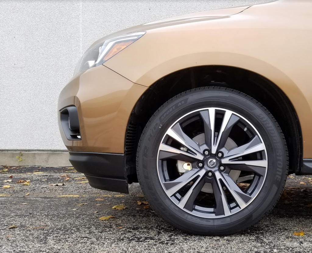 2017 Nissan Pathfinder Platinum wheels