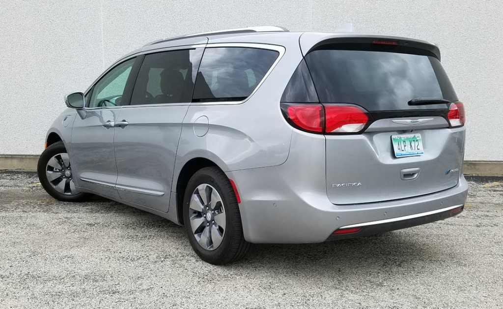 2017 Chrysler Pacifica Hybrid in Billet Silver Metallic