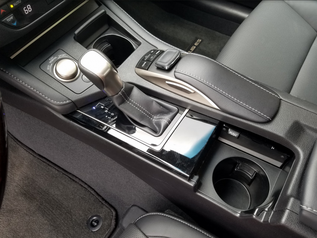 Lexus ES 350 center console