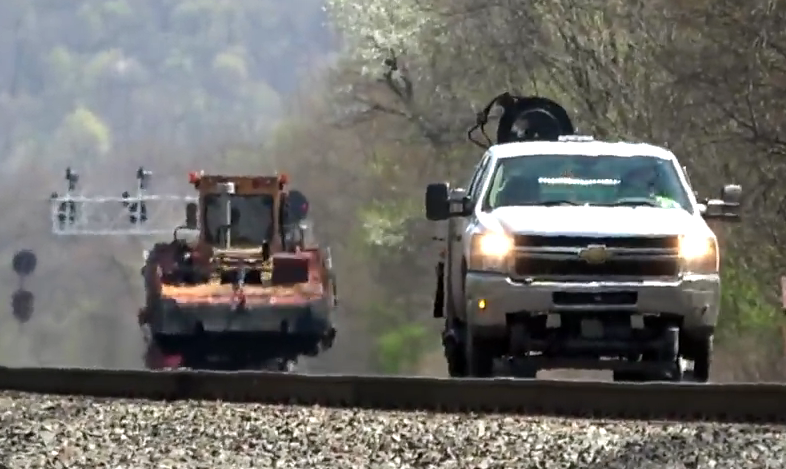 Silverado Hi-Rail by Harsco, How Hi-Rail Pickup Trucks Work