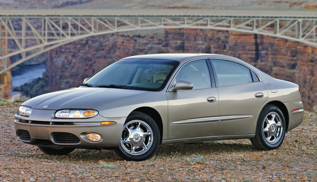 cheap wheels 2001 oldsmobile aurora the daily drive consumer guide the daily drive. Black Bedroom Furniture Sets. Home Design Ideas