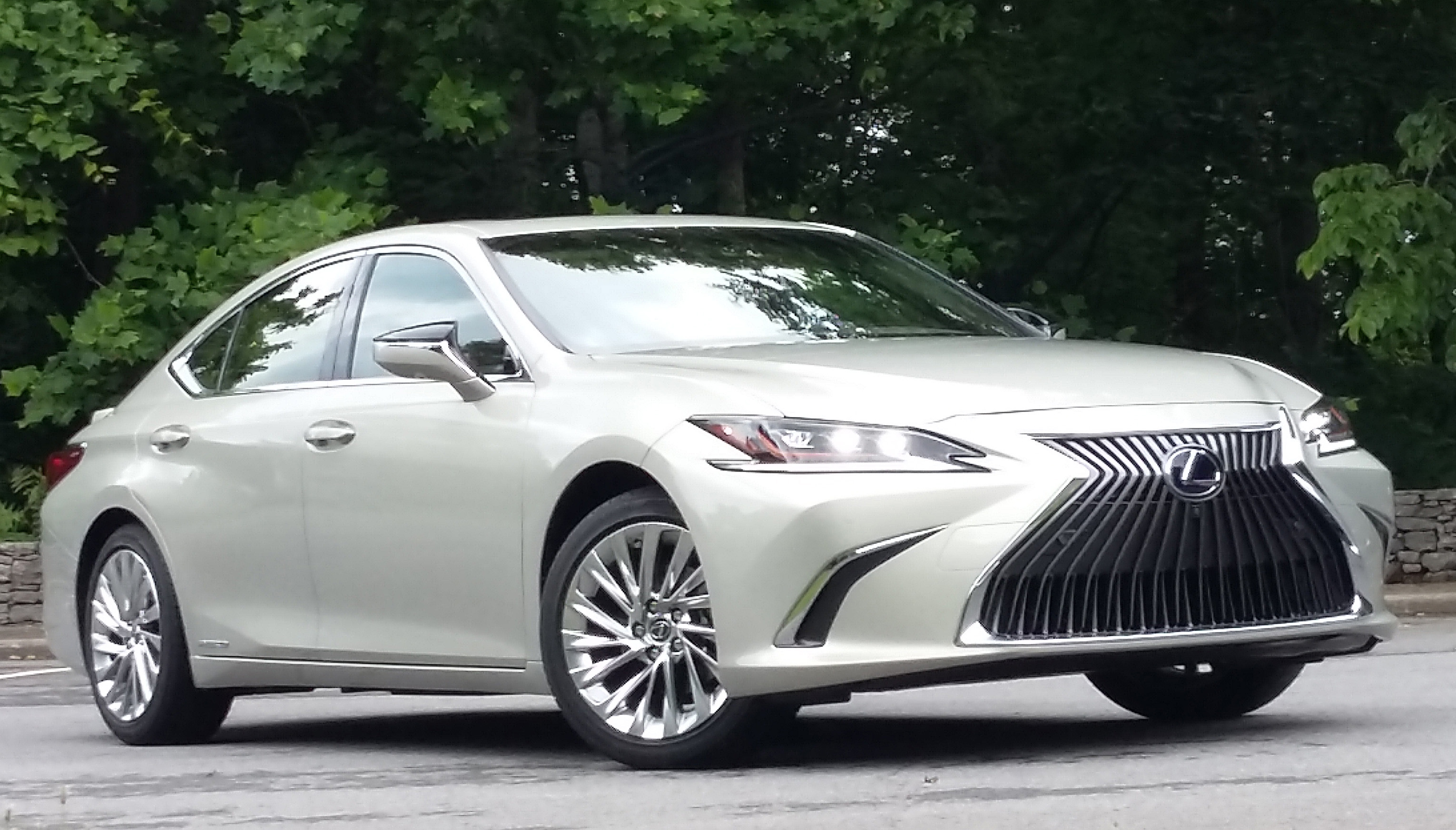 2019 lexus es the daily drive consumer guide. Black Bedroom Furniture Sets. Home Design Ideas