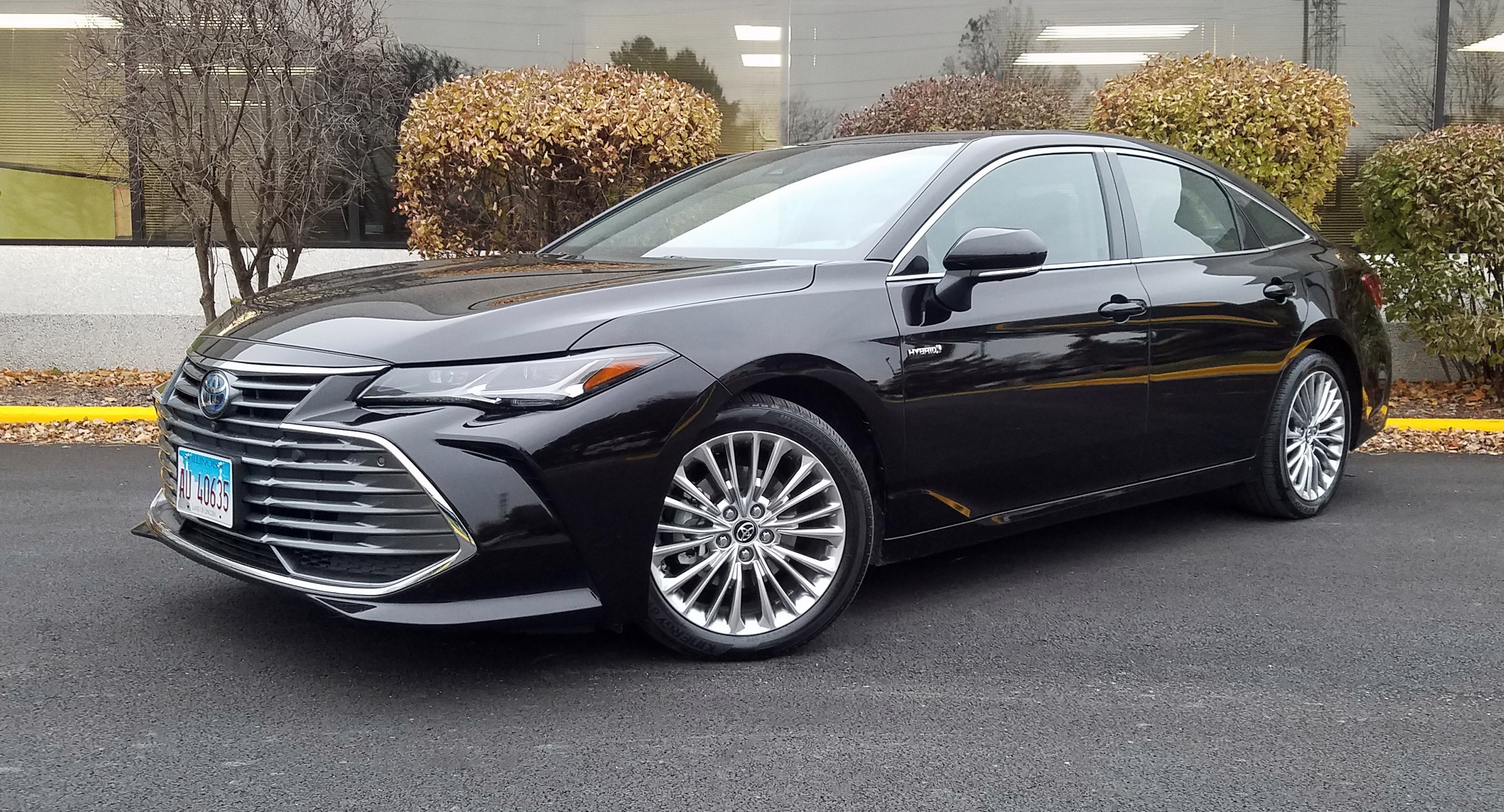 quick spin  2019 toyota avalon hybrid limited