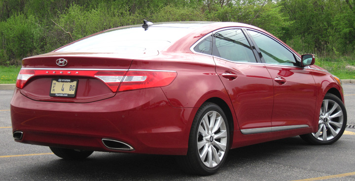 The Azera S Swoopy Rear End Styling With Full Width Taillights And Integrated Dual Exhaust Outlets Gives It A More Upscale Look