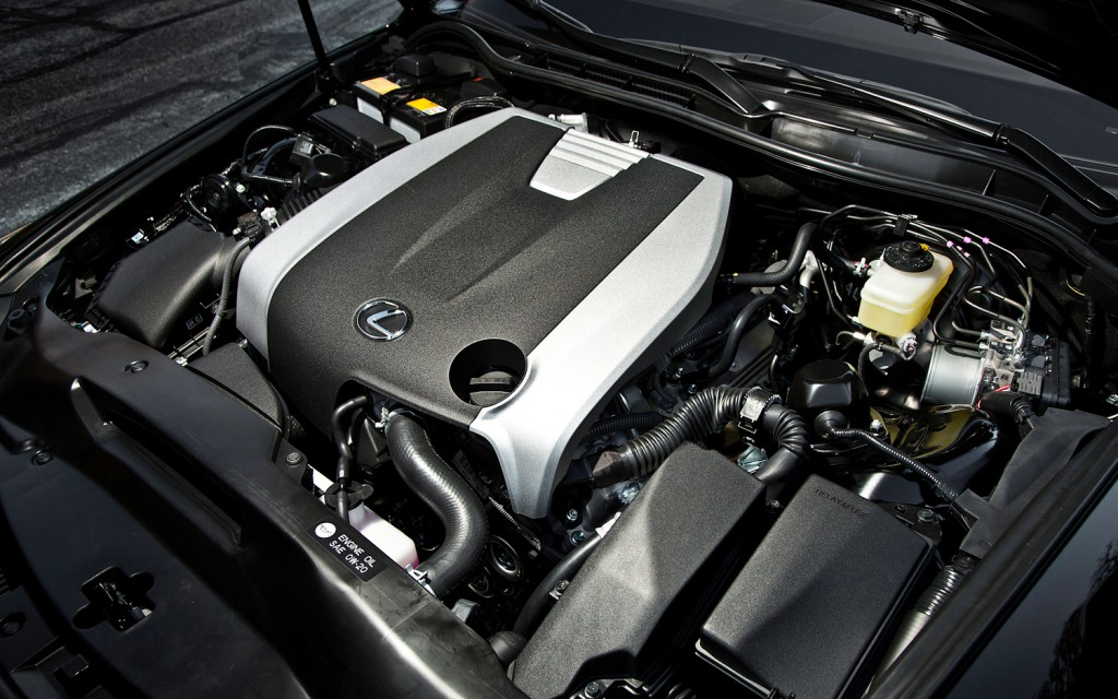 2014-Lexus-IS-350-Sport-engine