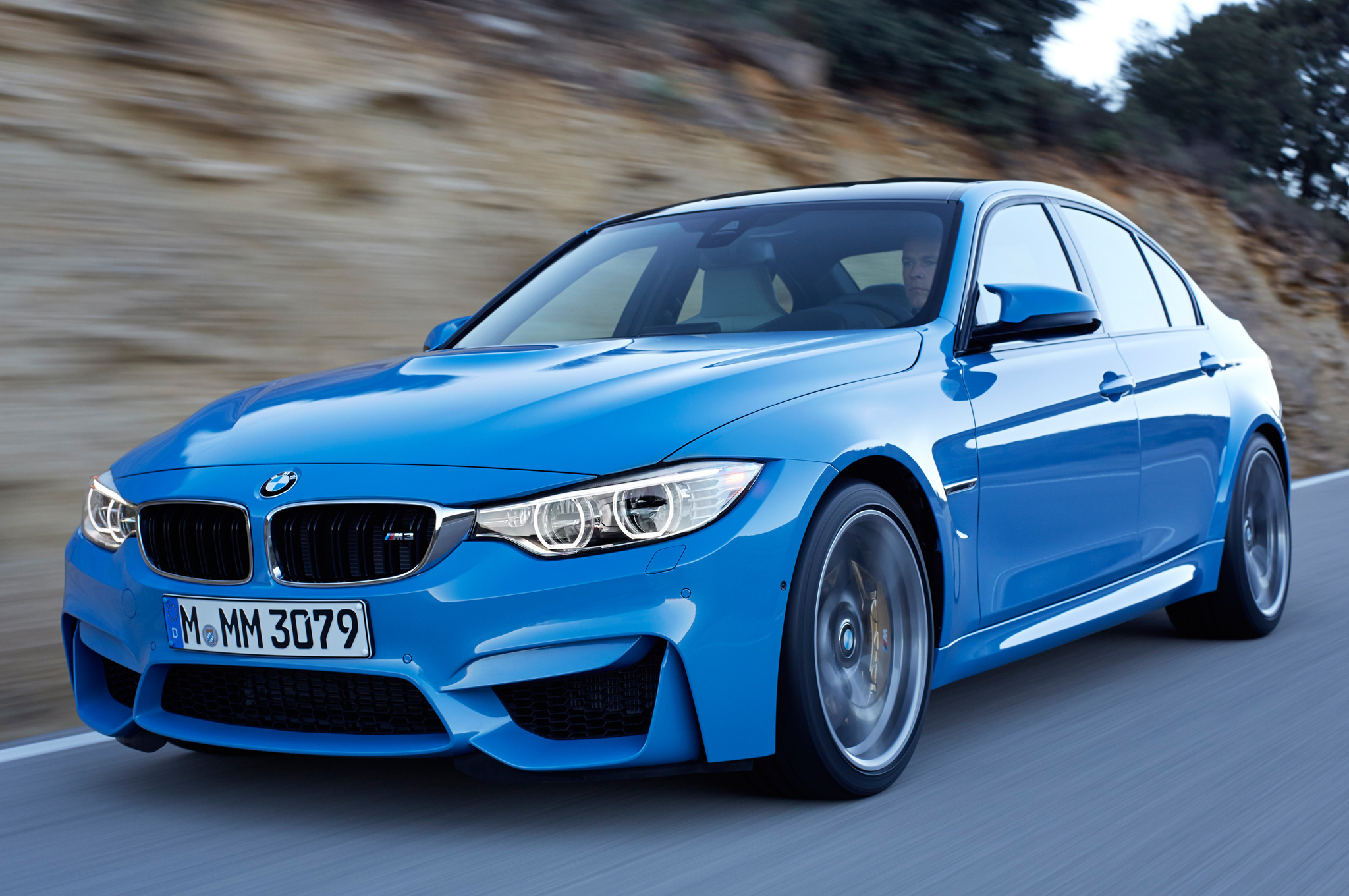 2015-BMW-M3-front-motion-view