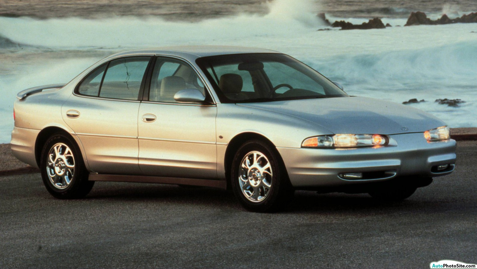 2000_Oldsmobile-Intrigue_2000-01