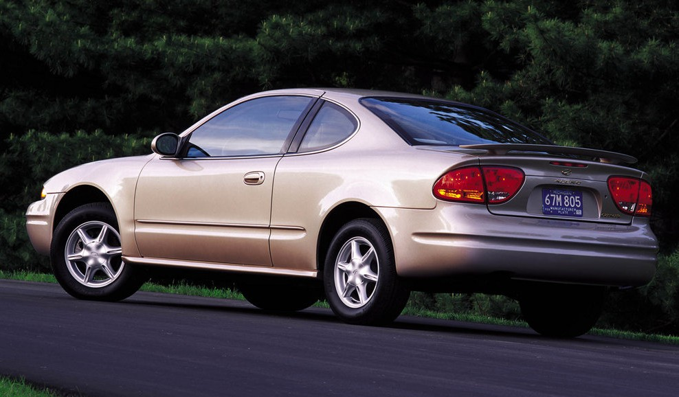 Oldsmobile-Alero_2001_1024x768_wallpaper_03