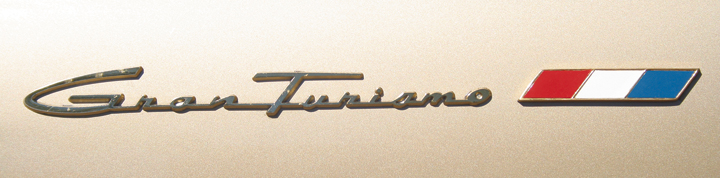 Studebaker Gran Tourismo Hawk badge