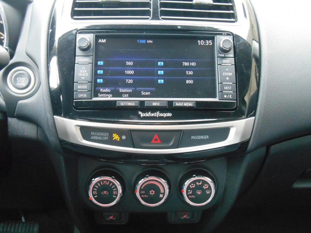 2015 Mitsubishi Outlander Sport center console