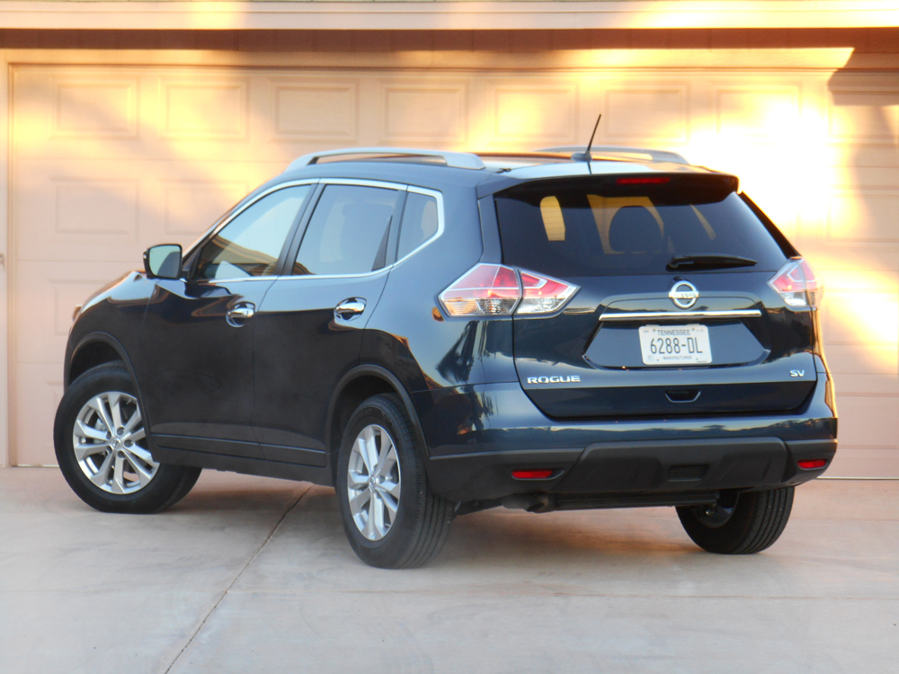 Rogue is one of the larger compact SUVs, and one of only two that offer a 3rd-row seat--an option our test vehicle didn't have.