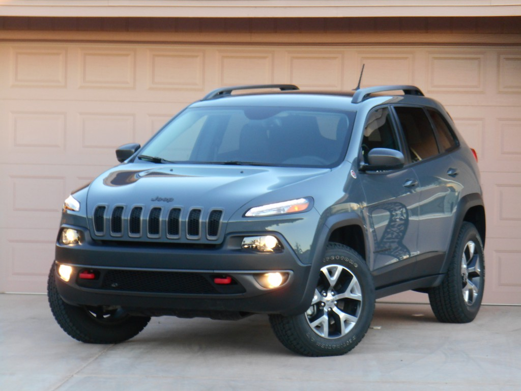 test drive 2015 jeep cherokee trailhawk the daily drive consumer guide the daily drive. Black Bedroom Furniture Sets. Home Design Ideas