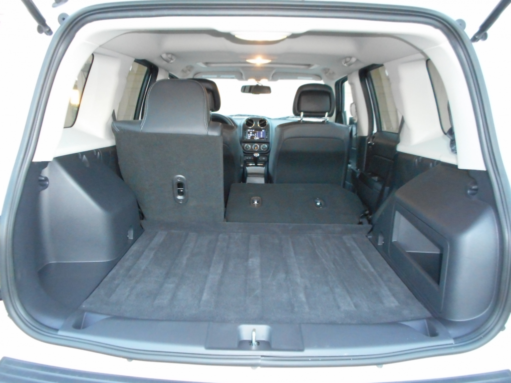 test drive 2015 jeep patriot latitude the daily drive. Black Bedroom Furniture Sets. Home Design Ideas