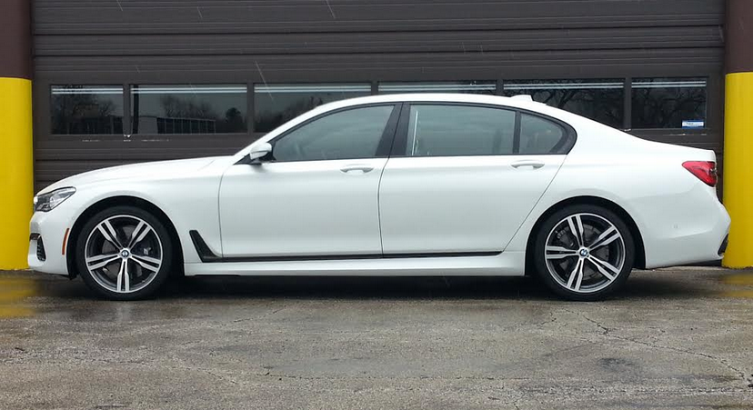 2016 BMW 750i profile