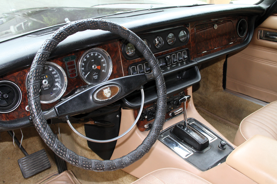1970 Jaguar XJ6 dash