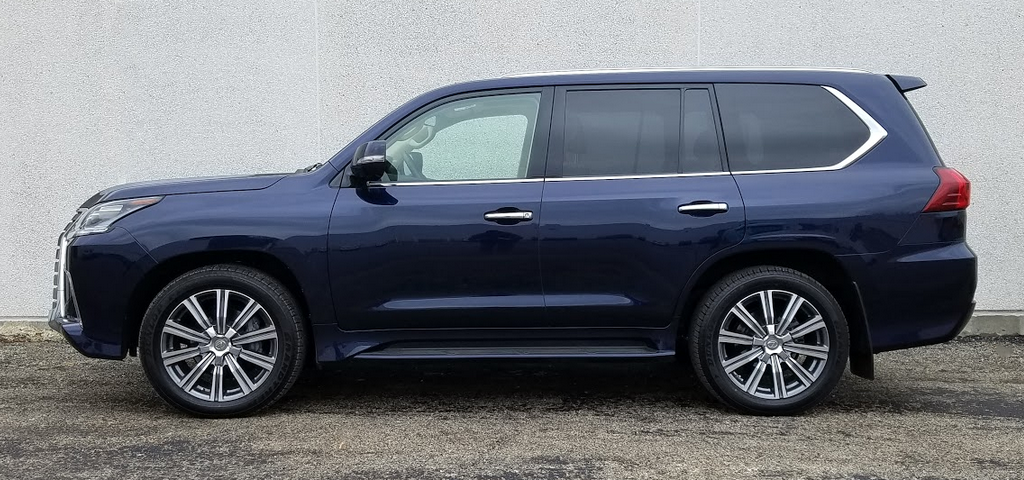2017 Lexus LX 570 profile shot