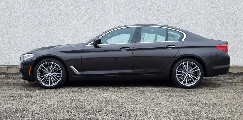 2017 BMW 5-Series, profile