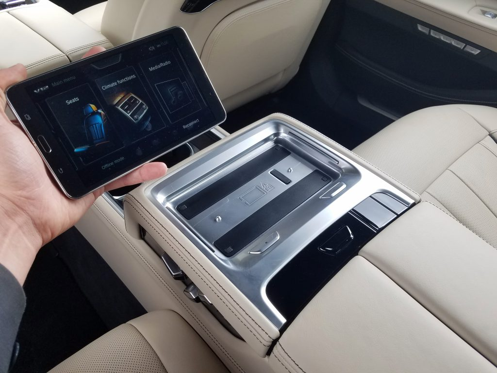 7-Series Rear-Seat Tablet