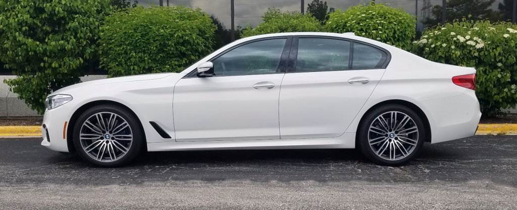 2017 BMW 540i Alpine White, Profile