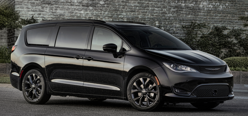 2019 Chrysler Pacifica S front