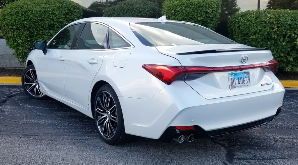 2019 Toyota Avalon Touring in Wind Chill Pearl, a $395 color option.